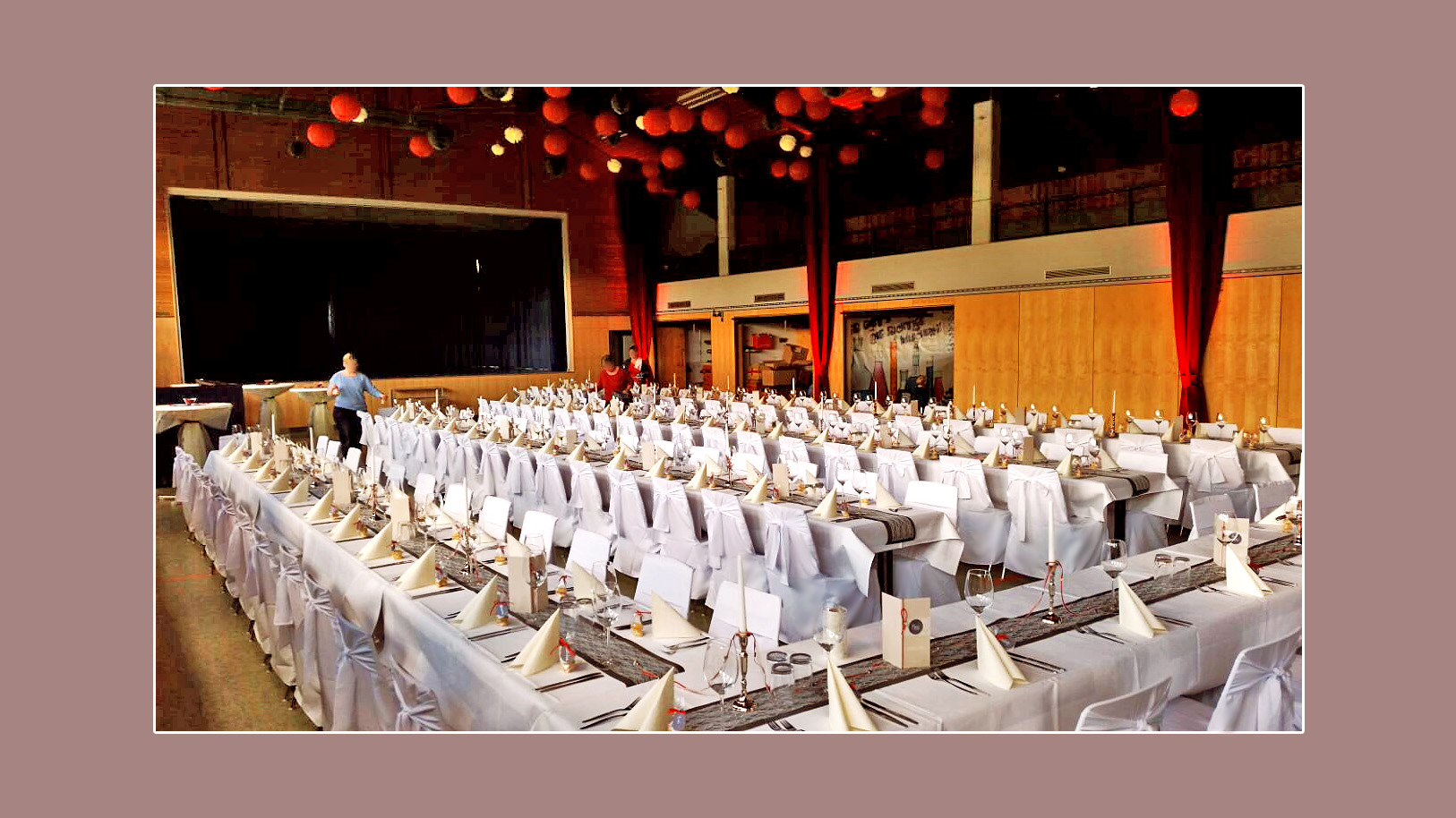 Tischdeko-Hochzeit-weiss-grau